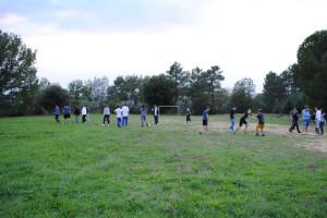 campo dal calcio con giovni