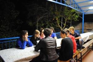gruppi sotto la veranda esterna coperta
